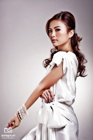 white bridesmaid dress_fuimeng